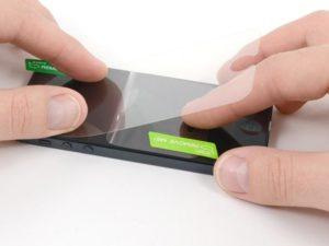 Как наклеить защитное стекло на экран смартфона?